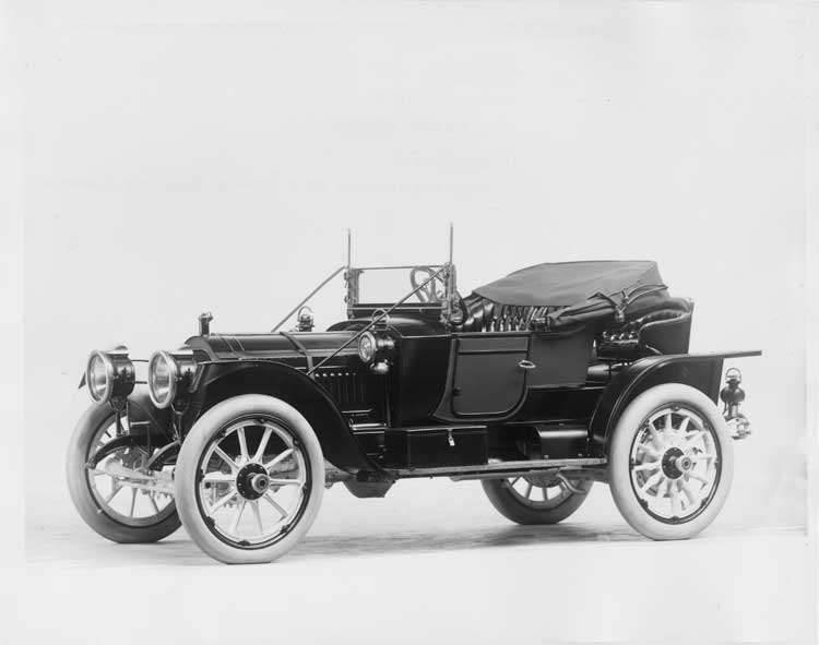 1912 Packard 30 Model UE runabout, three-quarter front view, left side, top lowered