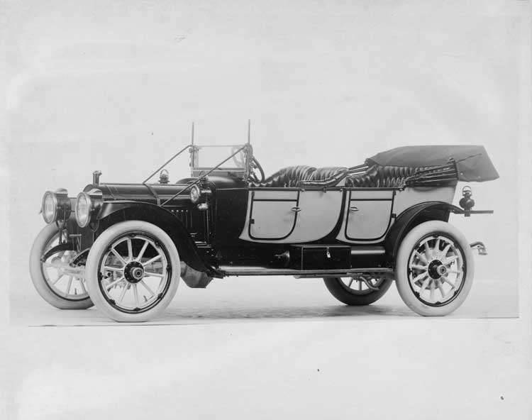 1912 Packard 6 two-toned phaeton, left side, top lowered