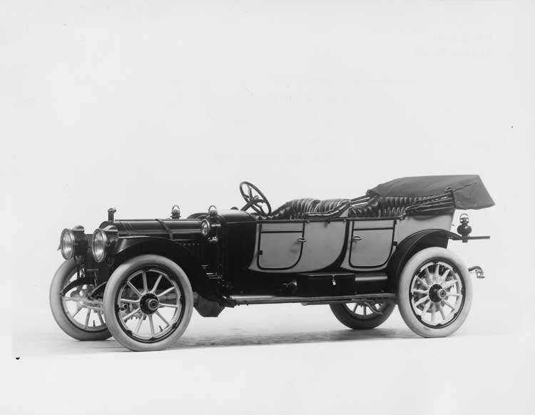 1912 Packard 30 Model UE two-toned phaeton, three-quarter front view, left side, top lowered