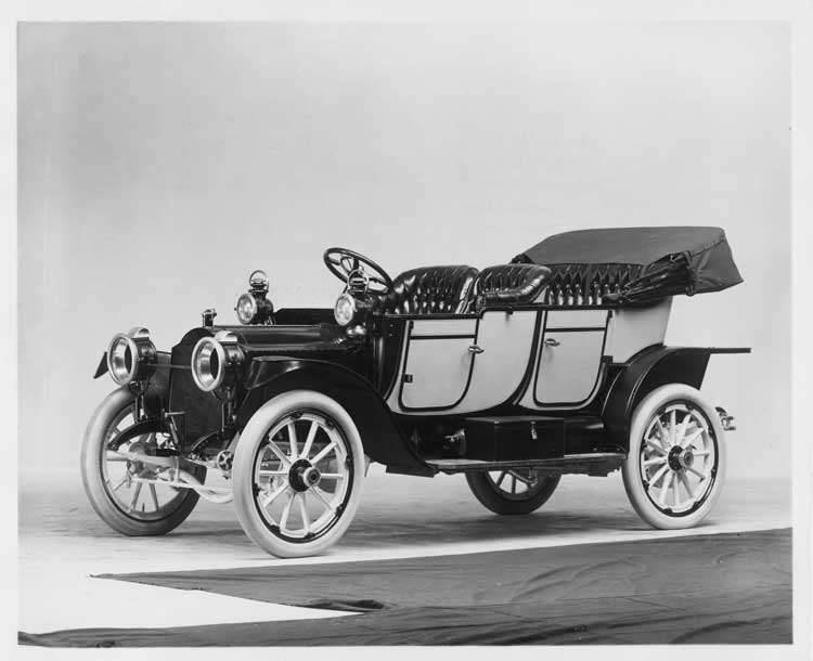 1912 two-toned Packard 18 Model NE close-coupled, three-quarter front view, left side, top lowered
