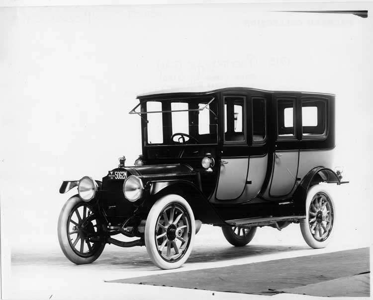 1913 Packard 48 two-toned imperial limousine, three-quarter front view, right side, fore-doors