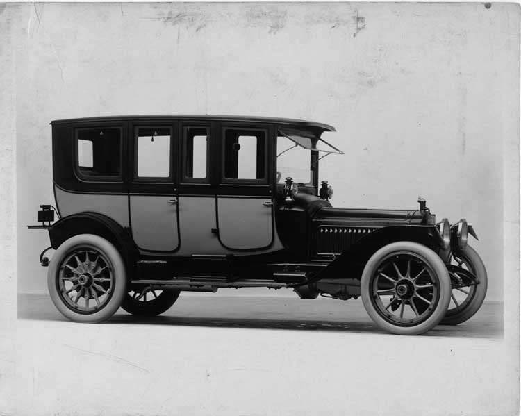 1913 Packard 48 two-toned brougham, seven-eighths front view, right side