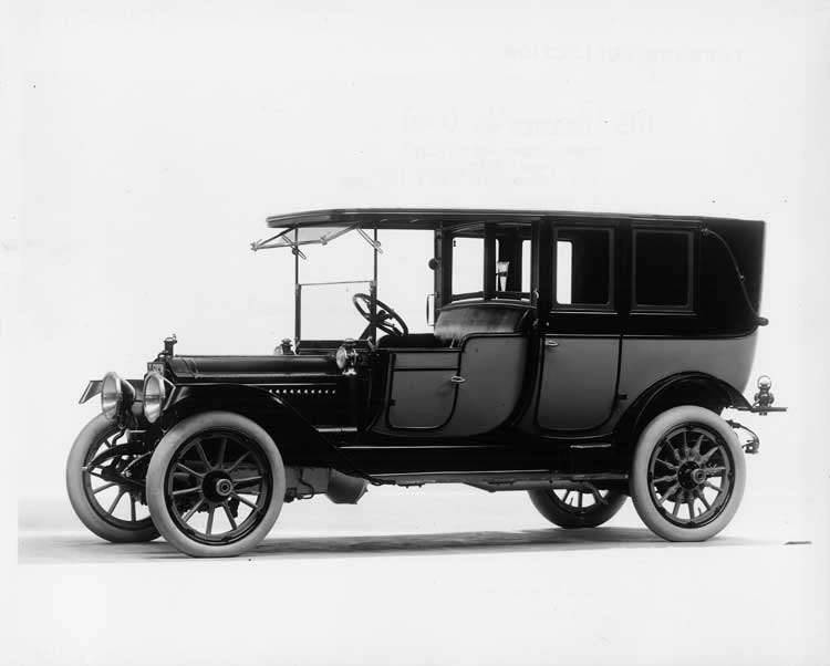 1913 Packard 48 two-toned landaulet, three-quarter front view, right side