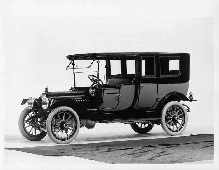 1913 Packard 48 two-toned limousine, three-quarter front view, left side