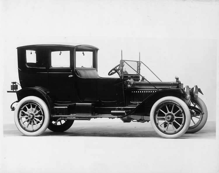 1913 Packard 38 cabette, seven-eighths front view, right side