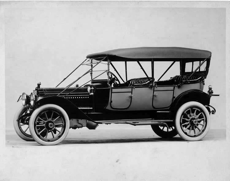 1913 Packard 48 two-toned phaeton, seven-eights front view, right side