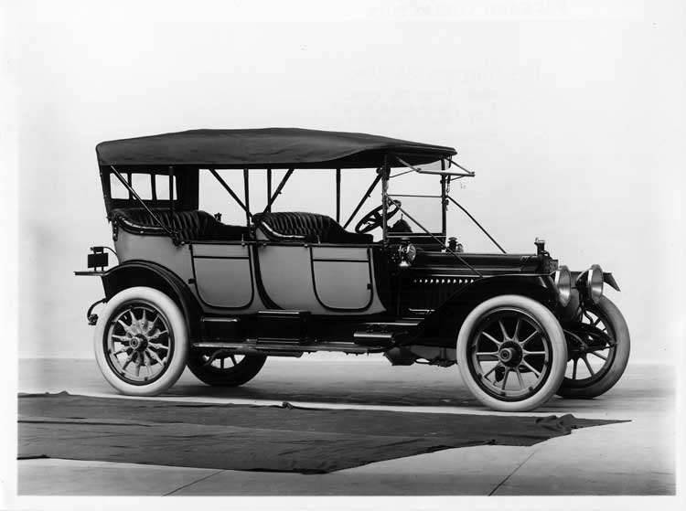 1913 Packard 38 touring car, three-quarter front view, right side