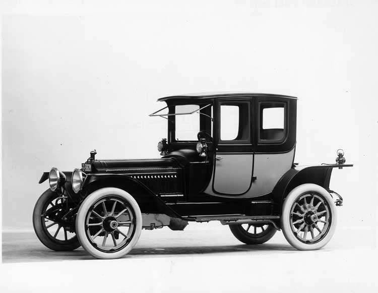 1913 Packard 48 two-toned coupe, three-quarter front view, left side