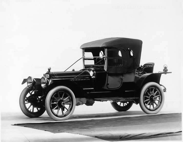 1913 Packard 48 two-toned runabout, three-quarter front view, left side
