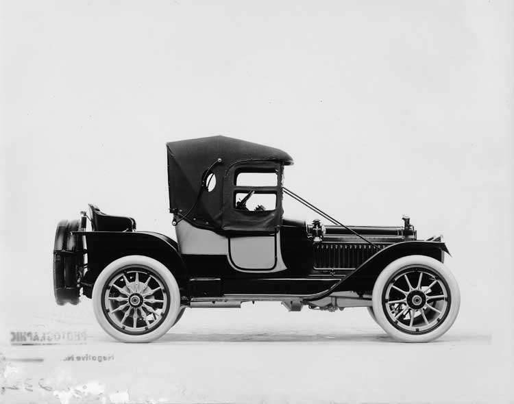 1913 Packard two-toned runabout, right side view