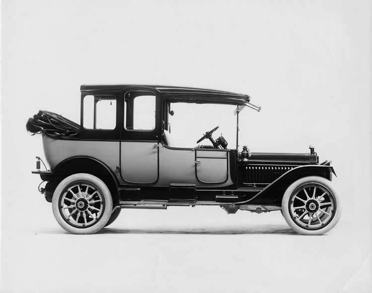 1913 Packard two-toned landaulet, right side