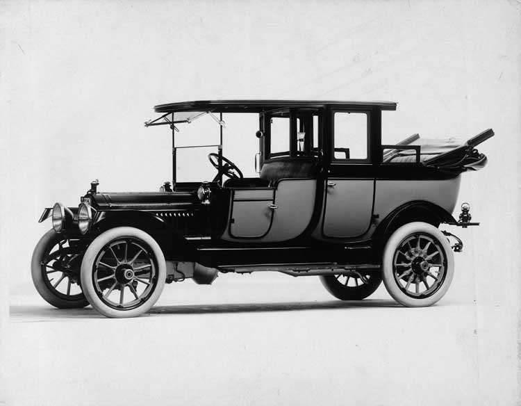 1913 Packard 48 two-toned landaulet, three-quarter front view, left side