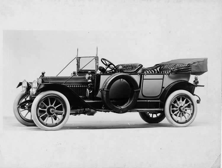 1913 Packard 38 two-toned touring car, seven-eights front view, left side