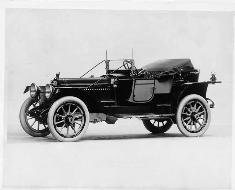 1913 Packard 48 two-toned runabout, three-quarter front view left side, top folded