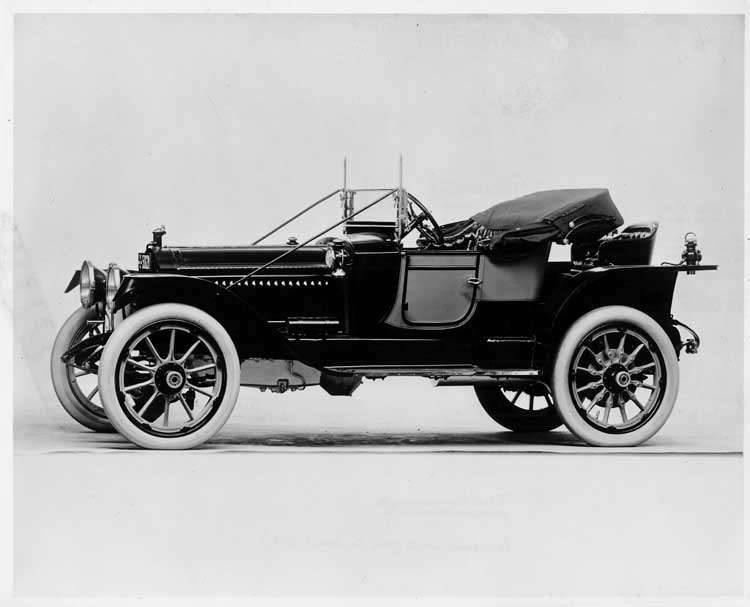 1913 Packard 48 two-toned runabout, seven-eights front view left side, top folded