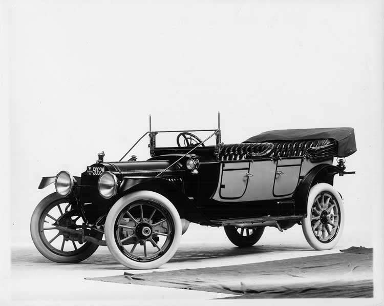 1913 Packard 48 two-toned phaeton, three-quarter front view, left side