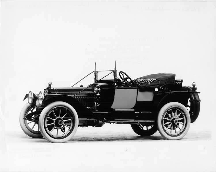 1913 Packard 38 two-toned runabout, three-quarter front view, left side, top folded