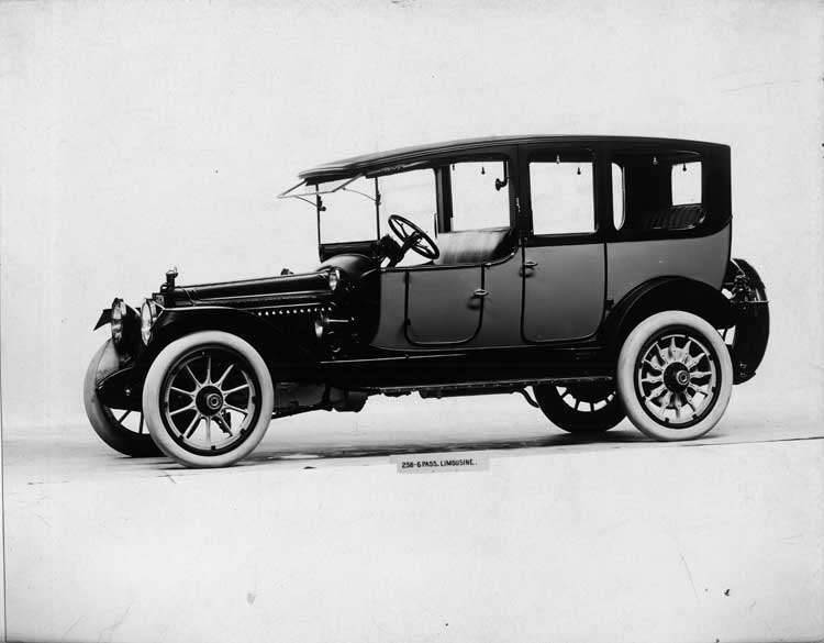 1914 Packard 2-38 two-toned limousine, left side, spare tire carried at rear