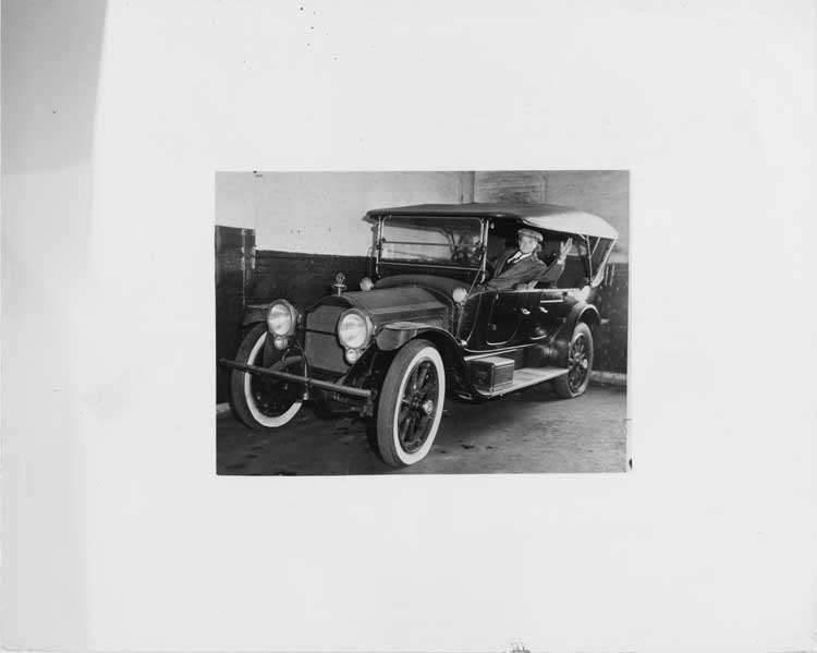 1915 Packard 3-38 standard touring car, Bob Robertson of Toledo, Ohio behind wheel waving