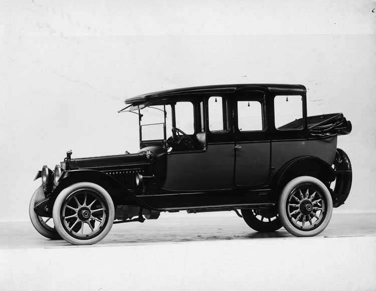 1915 Packard 3-38 two-toned landaulet with cab-sides, left side, quarter collapsed