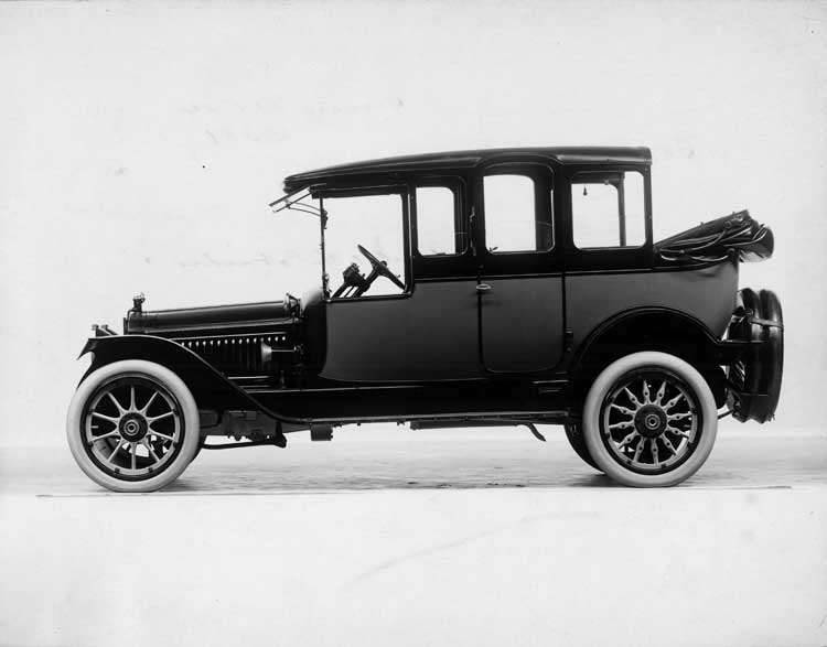 1915 Packard 3-38 two-toned cab-side landaulet, left side, quarter collapsed