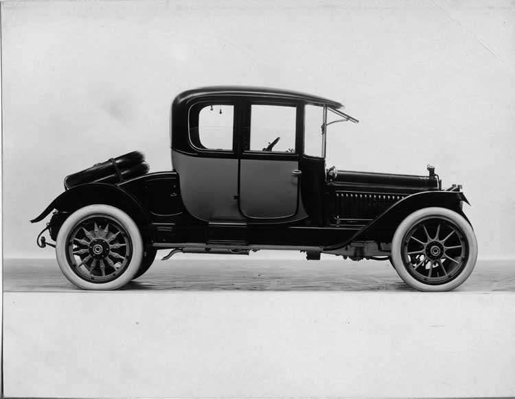 1915 Packard 3-38 two-toned coupe, right side