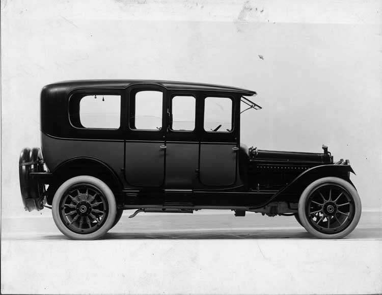 1915 Packard 3-38 two-toned salon limousine, right side