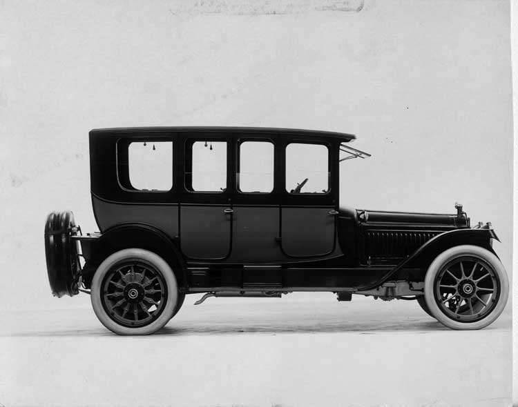 1915 Packard 3-38 two-toned double-compartment brougham, right side