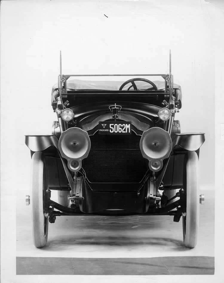 1915 Packard 3-38 4-door open car, close up front view