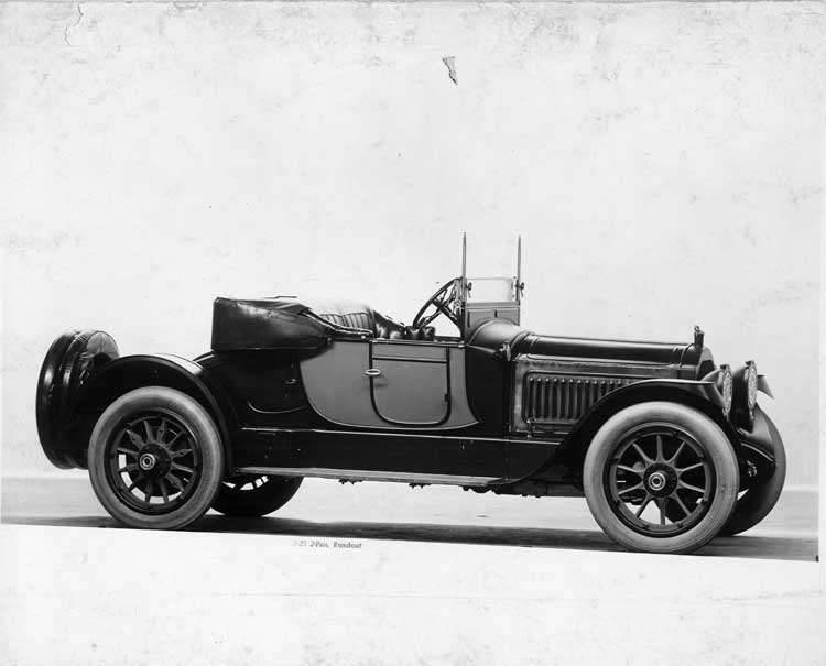 1917 Packard two-toned runabout, seven-eights right side front view, top lowered
