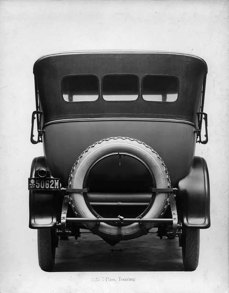 1918-1919 Packard touring car, rear view