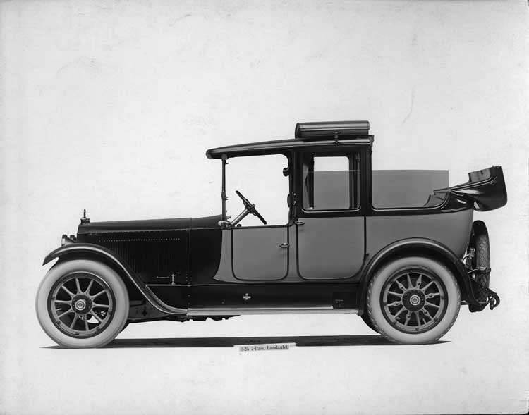1918-1919 Packard two-toned landaulet, right side view, quarter opened