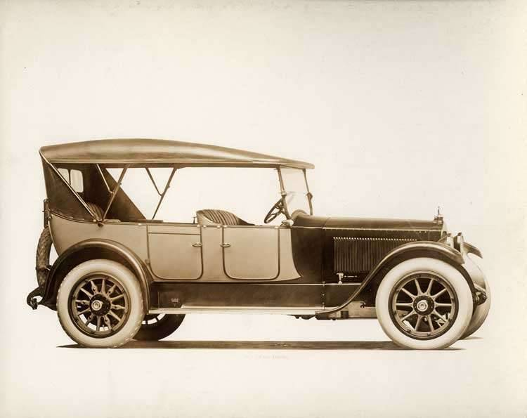1918-1919 Packard two-toned touring car, nine-tenths right front view, top raised