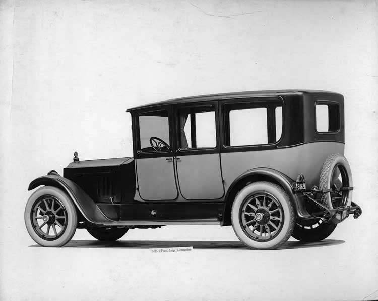 1918-1919 Packard two-toned imperial limousine, three-quarter right rear view
