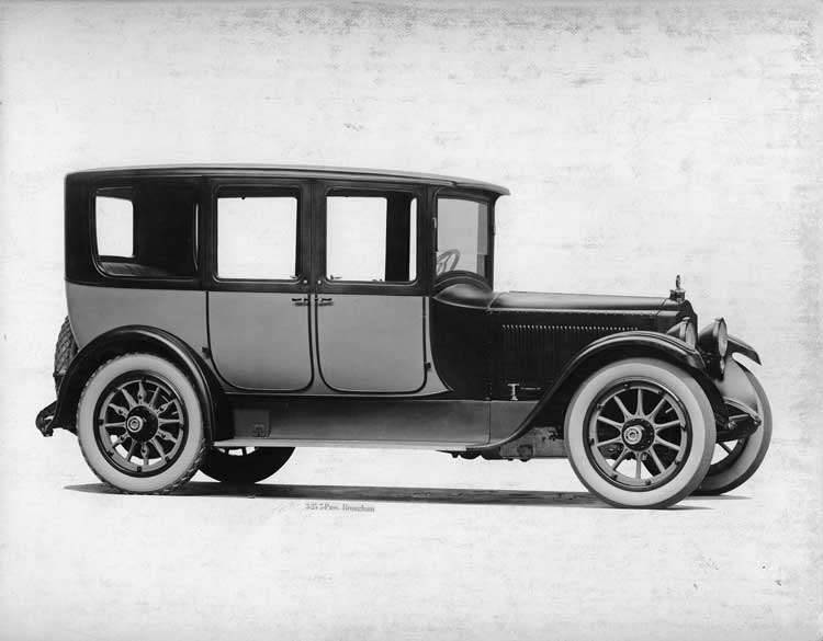 1918-1919 Packard two-toned brougham, seven-eights right front view