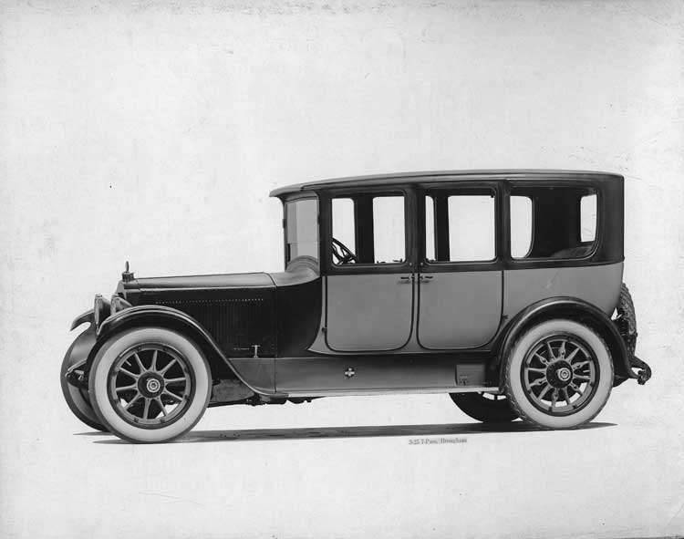 1918-1919 Packard two-toned brougham, seven-eights left front view
