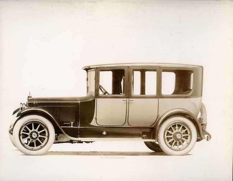 1918-1919 Packard two-toned imperial limousine, left side view