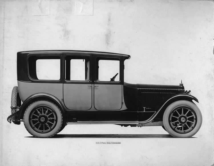 1918-1919 Packard two-toned imperial limousine, right side view