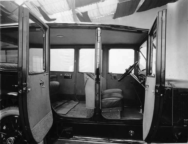1918-1919 Packard brougham, view of interior left side doors open