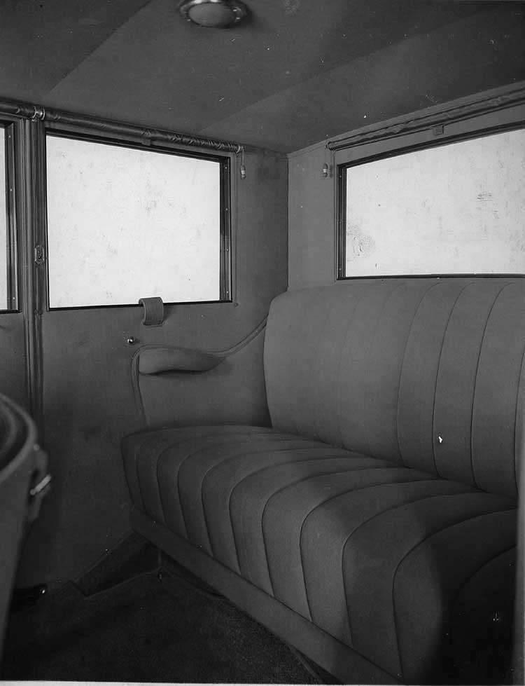 1921-1922 Packard sedan, view of rear interior through left side door