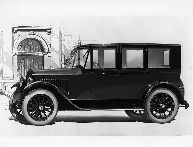 1920-1921 Packard sedan, seven-eights left front view