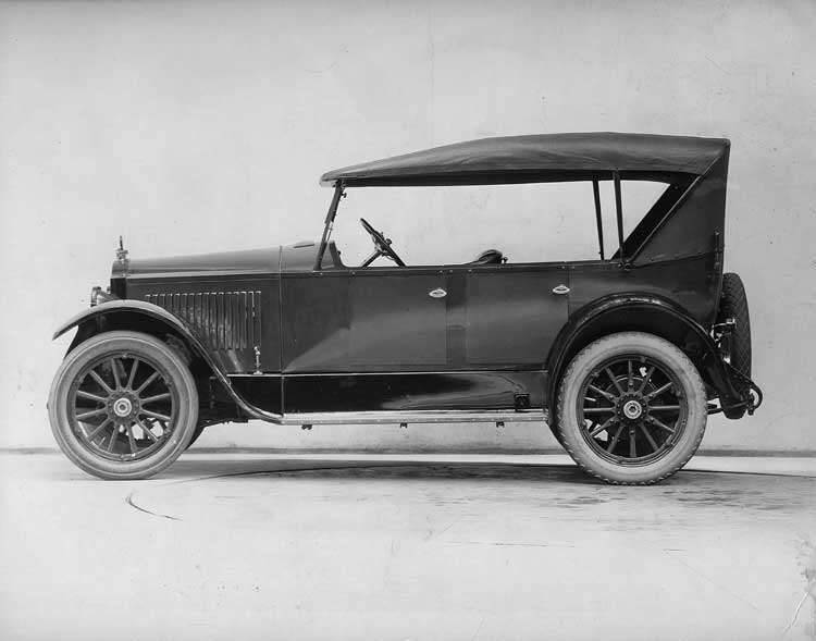 1921-1922 Packard touring car, left side view, top raised
