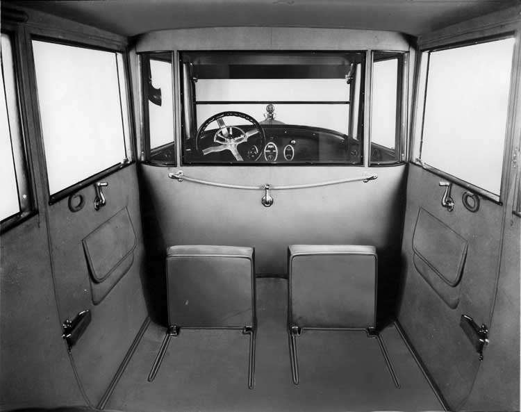 1922 Packard sedan limousine, forward-folding auxiliary seats visible