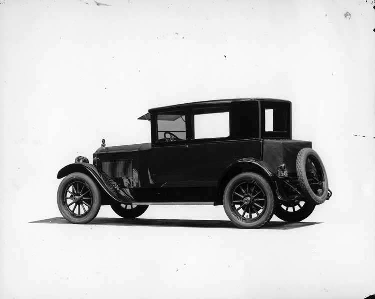 1922 Packard coupe, seven-eights rear left side view