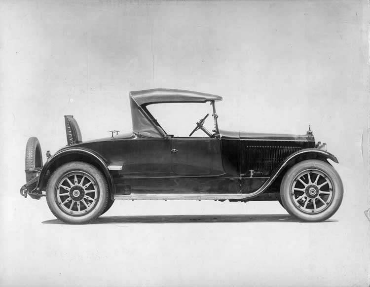 1922 Packard runabout, right side view, top raised