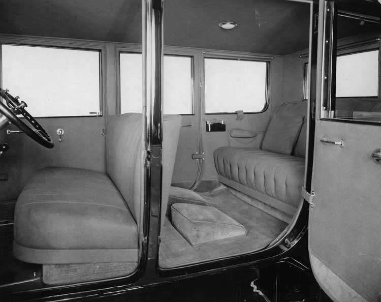 1920-1923 Packard coupe, view of interior through left side doors