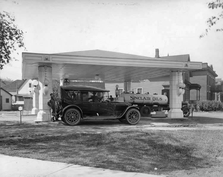 1920-1923 Packard touring car, parked at gas station