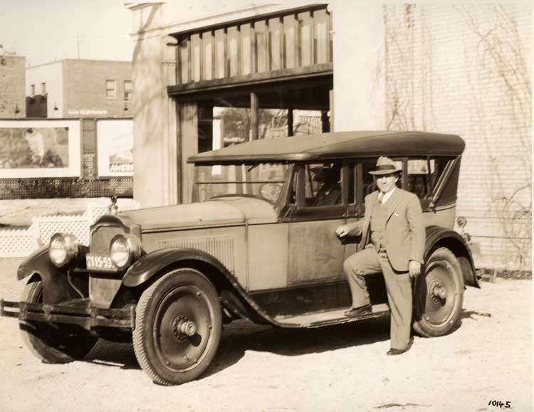 1922-1923 Packard touring car at Milwaukee, Wis. Packard dealer