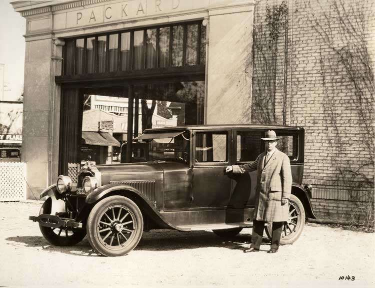 1922-1923 Packard sedan, in front of Packard dealership with owner Thomas Allen