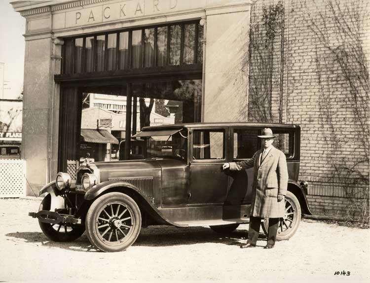 1922-1923 Packard sedan, in front of Packard dealership with owner Thomas Allen